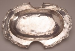Serving bowl or Barber Bowl