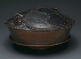 Lidded vessel in the form of a turtle shell