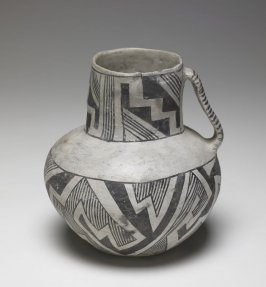 Tularosa black and white vessel