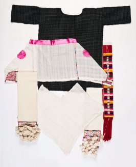 Ensemble: (a) fragment (cotton), (b) belt (fajas), (c) belt (fajas), (d) belt (fajas), (e) belt (fajas), (f) poncho (quechquemitl) and (g) poncho (quechquemitl)
