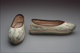 Pair of woman's shoes, Manchu