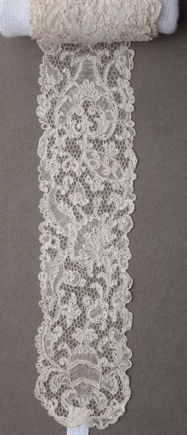 Pair of lace lappets