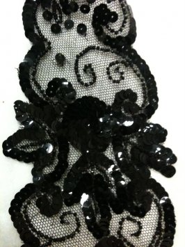 Collar black, with black sequins