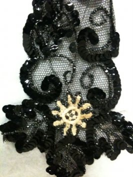 Collar black, with black sequins and beige lace