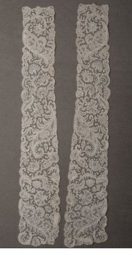 Two lappets