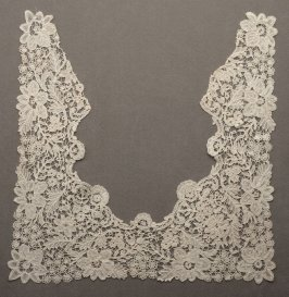 Collar point de gaze lace:square back, pointed fronts