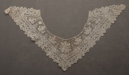 Collar lace: triangular