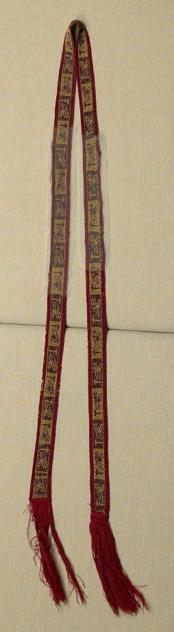 Strap brown and yelow animals on red border, with red fringe on either end