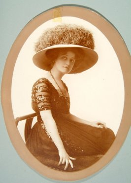 Portrait of Mrs. William Elliott (Augusta Belasco)