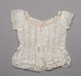 Camisole or corset cover (43.22.2)