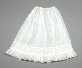 Petticoat : white, with lace embroidery