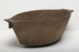 Boat-shaped bowl