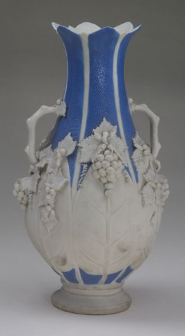 Blue and white vase with grape motif