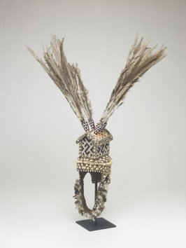 Royal headdress (ntshuum ayim)
