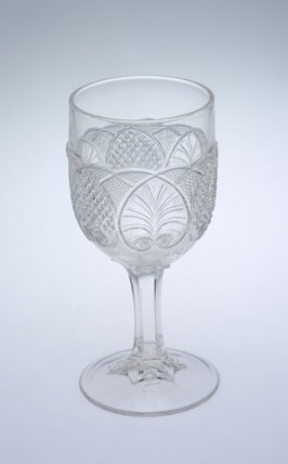Wine glass Palmette pattern