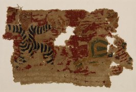 Textile fragment depicting warriors in battle