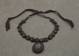 Mourning necklace: black with flowers