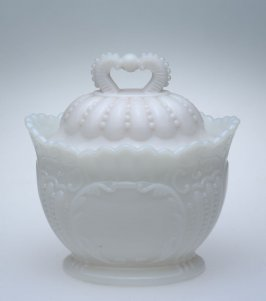 Sugar bowl wth lid