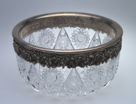 Fruit bowl with silver rim