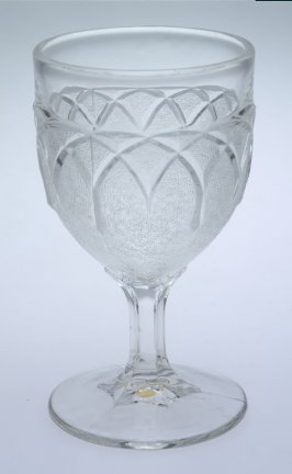 Wine glass Gothic (Loop and Dart)