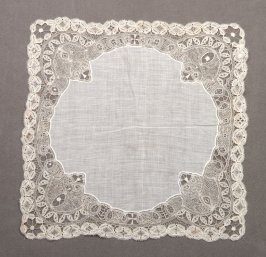 Handkerchief square, with circular center
