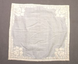 Handkerchief embroidered with leaf-shaped scalops