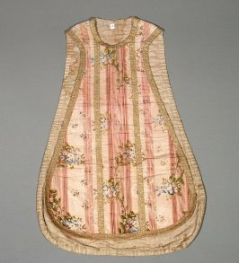 Chasuble: floral bouquets, salmon with gold trim