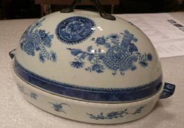 Hot water platter and lid, BLue Fitzhugh pattern