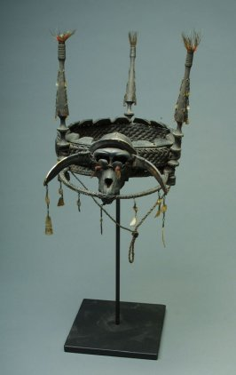 Headhunter's headdress