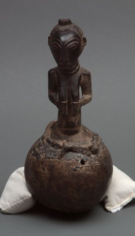 Female torso on calabash