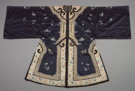 Robe: blue with embroidery of flowers on beige bands, black border on bottom