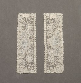 Pair of cuffs (with jabot: 53689a)