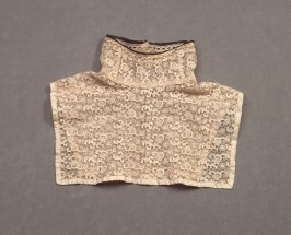Lace collar and dickey, matches sleeves X1989.1034a-b