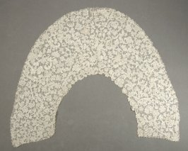 Collar scroll and floral design