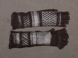 Woman's mitts