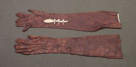 Pair of evening gloves: splotchy brown, with 3 buttons each