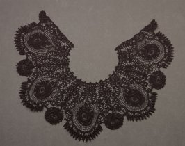 Collar: black lace