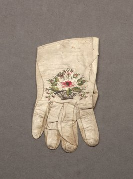 Single embroidered short white kid glove