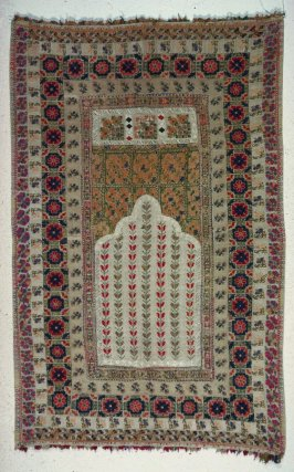 Hanging or cover with mih'rab design