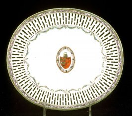 Tray for fruit basket with arms of Grierson