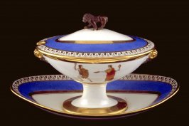 Gravy boat with lid