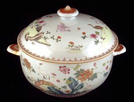 Tureen with cover and platter