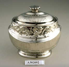Sugar jar with lid
