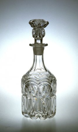 Decanter with stopper and scallop design