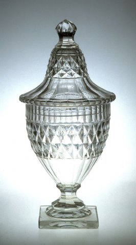 Sweetmeat urn with lid