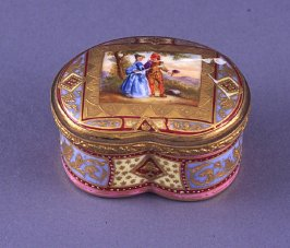 Kidney-shaped snuff box