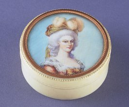Snuff box showing Marie Antionette