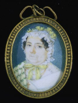 Portrait of an elderly woman with bonnet and black hair