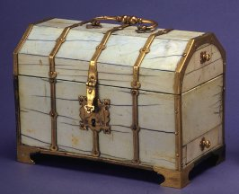 Casket, trunk shaped with pull out drawers