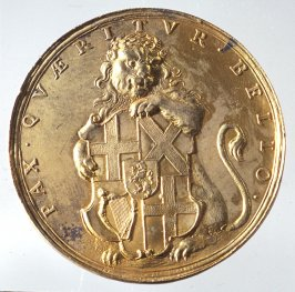 Medal: Lion with coat-of-arms